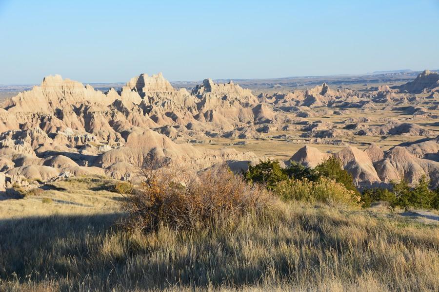 Prairie et reliefs ciselé à Baldlands National Park
